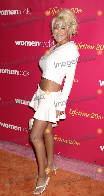 Tiffany Holiday Photo - Womenrock Lifetime Television Concert at the Wiltern Theatre Los Angeles CA (092804) Photo by ClintonhwallaceipolGlobe Photos Inc2004 Tiffany Holiday
