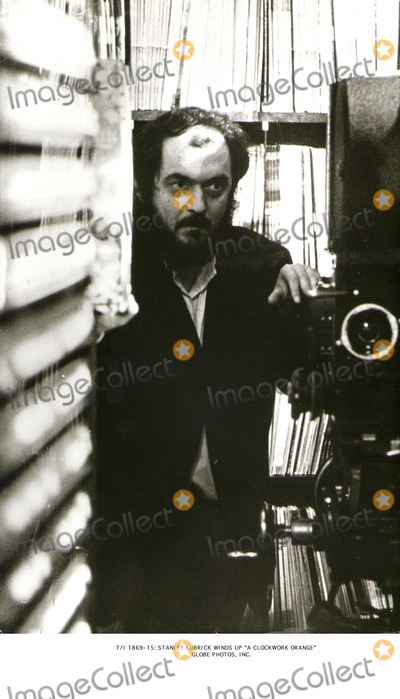 TI Photo - Ti 1869-15 Stanley Kubrick Winds Up a Clockwork Orange Globe Photos Inc
