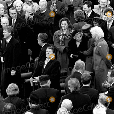 Neils Schneider Photo - 12089_Pres Ronald Reagan at the innaugeration of his successor George HW Bush Also on the Capitol balcony are Barbara Bush VP Dan Quail Sen Bob Dole  George Bushs mother DorothyPHOTO BYNEIL SCHNEIDERGLOBE PHOTOS INC  2004RONALDREAGANRETRO