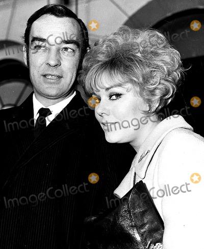 Kim Novak Photo - Kim Novak and Husband Richard Johnson in London 12141965 Globe Photos Inc Kimnovakretro
