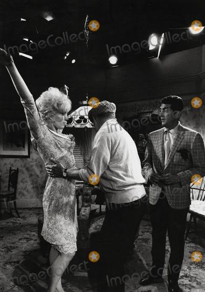 Kim Novak Photo - Billy Wilder Directs Kim Novak and Dean Martin in Kiss ME Stupid Photo Winson MuldrowGlobe Photos Inc