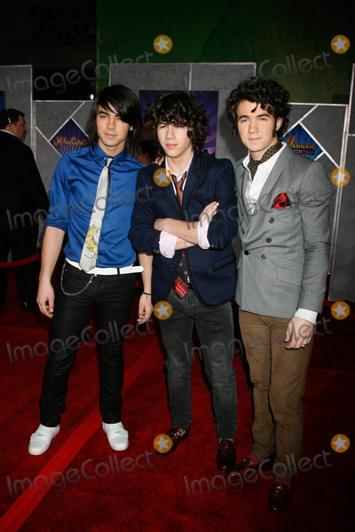 Nicholas Jonas Photo - I12567CHWWALT DISNEY PRESENT HANNAH MONTANA  MILEY CYRUS BEST OF BOTH WORLDS CONCERT 3D  WORLD PREMIERE EL CAPITAN THEATRE HOLLYWOOD CA 011708THE JONAS BROTHERS - KEVIN JONAS NICHOLAS JONAS AND JOSEPH JONAS PHOTO CLINTON H WALLACE-PHOTOMUNDO-GLOBE PHOTOS INC
