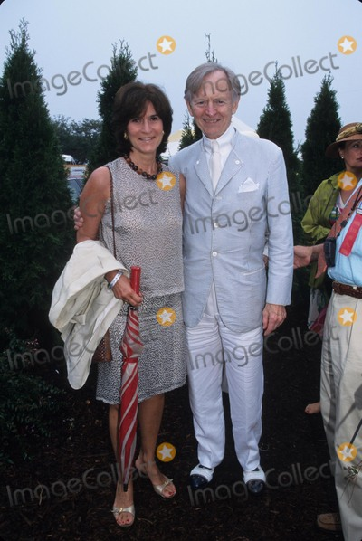 Tom Wolfe Photo - Tom Wolfe with Wife at Hampton Classic Horse Show Bridgehampton Long Island New York 2000 K19648smo Photo by Sonia Moskowitz-Globe Photos Inc