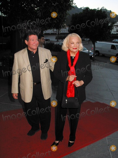 Robert Forester Photo -  Charms For the Easy Life Premiere at the Directors Guild of America in Los Angeles 080702 Photo by Milan RybaGlobe Photos Inc 2002 Gena Rowlands and Robert Forest