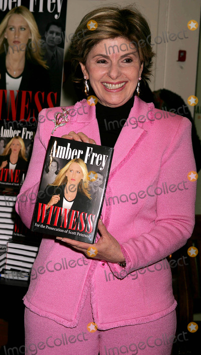 AMBER FREY Photo - Amber Frey Signs Copies of Her Book Witness For the Prosecution at Barnes and Noble  New York City 01-10-2005 Photo by Rick Mackler-rangefinder-Globe Photosinc Gloria Allred