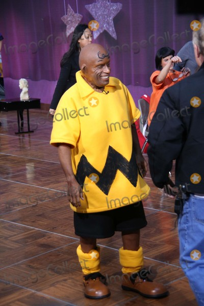 Al Roker Photo - AL Roker Takes Part in Today Show Spooktacular Costume Party Rockefeller Center NYC October 30 2015 Photos by Sonia Moskowitz Globe Photos Inc