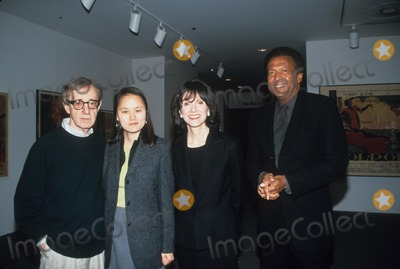 John Johnson Photo - Woody Allen  Soon Yi Previn  Jean Doumanian and John Johnson Destro Rosso Cocktail Reception and Screening at Moma in New York 1999 K17242smo Photo by Sonia Moskowitz-Globe Photos Inc