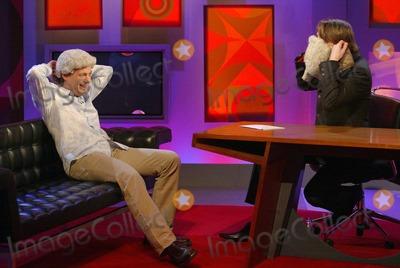 Alan Davies Photo - Exclusive K36726 Ellis Obrien Globelinkukcom-Globe Photos Inc 000699 04152004 Alan Davies Friday Night with Jonathan Ross Bbc Tv Show - London