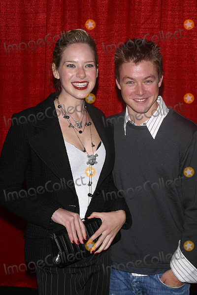 Annie Burgstede Photo - the Red Party Benefiting the Life Through Art Foundation Shrine Auditorium Los Angeles CA 12-04-2004 Photo by Milan RybaGlobe Photos Inc2004 Annie Burgstede and Cole Williams