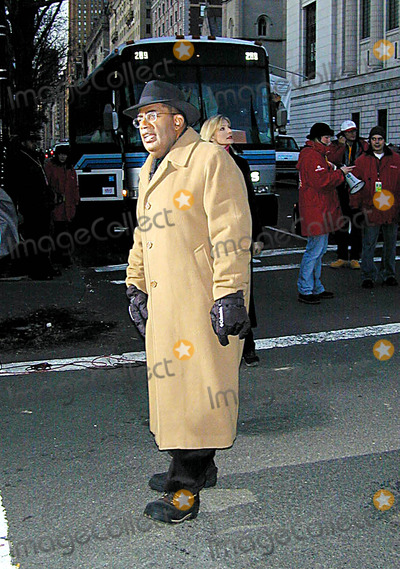 Al Roker Photo - Macys 76th Annual Thanksgiving Day Parade NYC November 282002 Photo Bybruce CotlerGlobe Photos Inc 2002 K27579bco AL Roker