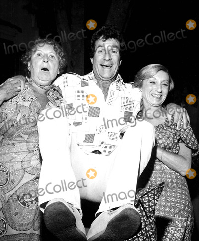 Hugh OBrian Photo - Betty Sassoon Hugh Obrian and Amelia Gold at the Vidal Sasoon Party 7271976 1970s 2226 Nate CutlerGlobe Photos Inc