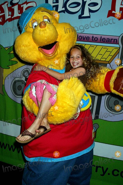 Kelli Berglund Photo - Tv Premiere Party Hip Hop Harry on Discovery Kids Hosted by Claude Brooks Cinespace Hollywood CA 09-16-2006 Kelli Berglund- Cast Member with Hip Hop Harry Photo Clinton H Wallace-photomundo-Globe Photos Inc