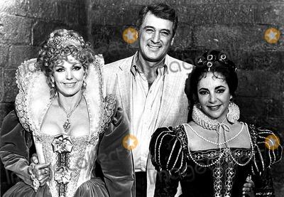 Rock Hudson Photo - Kim Novak Rock Hudson and Elizabeth Taylor in the Mirror Crackd 1980 Supplied by AdhrangefinderGlobe Photos Inc Kimnovakretro