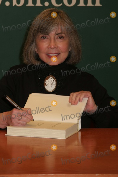 Anne Rice Photo - Anne Rice Signs Copies of Her Book at Barnes  Noble in NYC 2162012 Photo by Paul SchmulbachGlobe Photos Inc
