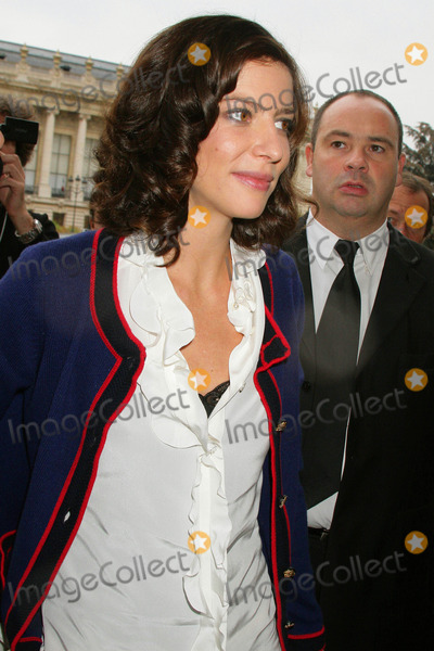 Anna Mouglalis Photo - Chanel- Paris Fashion Week Springsummer 2010 - Celebrity Arrivals Grand Palais Paris France 10-06-2009 Anna Mouglalis - Chanel Girl Photo by Clinton H Wallace-ipol-Globe Photos Inc