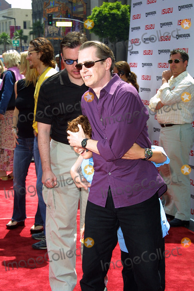 Daryl Sabara Photo - Spy Kids 2 the Island of Lost Dreams Premiere at Graumans Chinese Theater in Los Angeles CA Daryl Sabara and Steve Buscemi Photo by Fitzroy Barrett  Globe Photos Inc 7-28-2002 K25682fb (D)