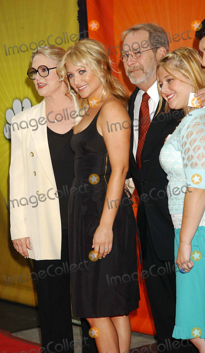 AMY HALLORAN Photo - NBC Upfront Event Radio City Music Hall New York City 5-16-2005 Photo by Ken Babolcsay-ipol-Globe Photos Inc 2005 ( Thick and Thin Cast ) Sharon Gless Jessica Capshaw Martin Mull Amy Halloran
