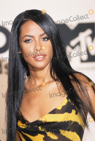 Aaliyah Photo - Aaliyah Aaliyah Dana Haughton Mtv 2000 Music Video Awards at Radio City Music Hall in New York K19688am Photo by Alec Michael-Globe Photos Inc