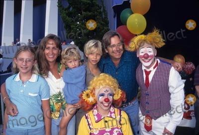 Beau Bridges Photo - Beau Bridges with His Family Ringling Brothers and Barnum and Bailey Circus 1997 Photo by Milan Ryba-Globe Photos Inc