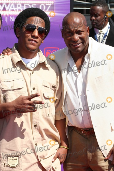 Tego Calderon Photo - John Singleton and Tego Calderon Pictured Arriving on the Red Carpet For the 2007 Bet Awards in Hollywood California at the Shrine Auditourium on 06-26-2007 Photo by Sophia Jones-Globe Photos Inc