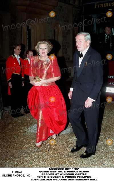 Queen Beatrix Photo - Queen Beatrix and Prince Klaus at Windsor For Queen Aniversary Ball