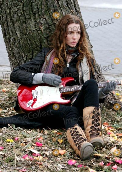 Amy Redford Photo - On Film Setthe Guitar in Tompkins Park Amy Redfordrobert Redford Daughter Is Directer of Film Date 01-22-07 Photos by John Barrett-Globe Photosinc Saffron Burrows