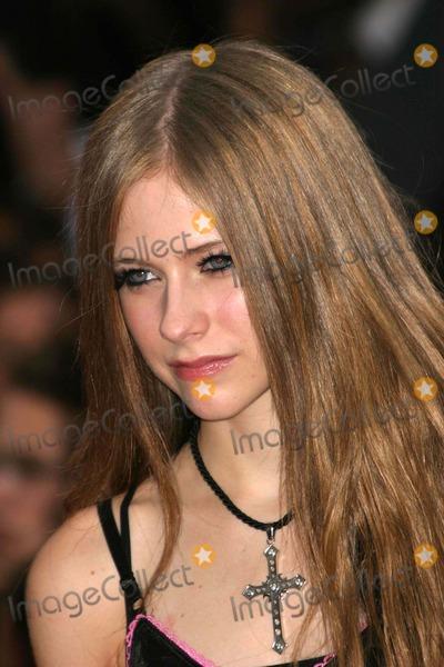 Avril Lavigne Photo - Mtv Video Music Awards Arrivals Radio City Music Hall New York City 08282003 Photo Ed Geller  Globe Photos Inc 2003 Avril Lavigne