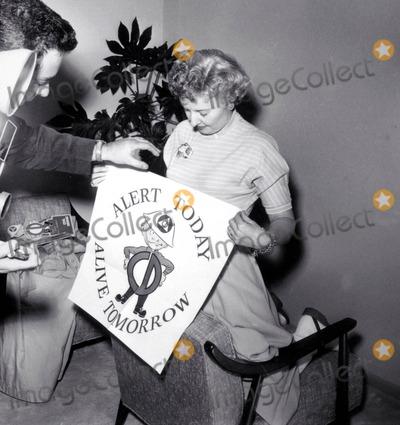 Barbara Stanwyck Photo - Barbara Stanwyck Photo Nate CutlerGlobe Photos Inc