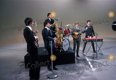 Dave Clark Photo - the Dave Clark Five in 1964 Denis Payton Denispaytonretro Photo by Jay Thompson-Globe Photos