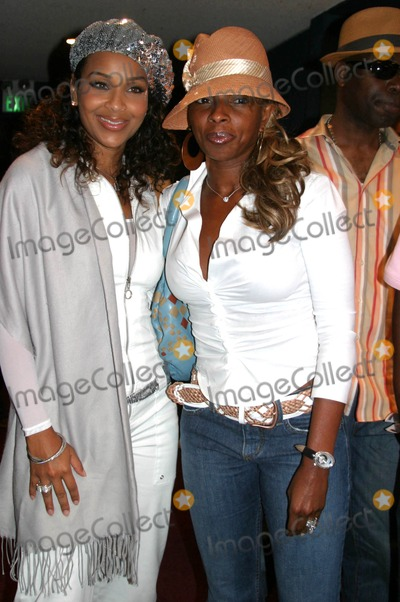 Andre Harrell Photo - Medal of Honor Rag Vip Reception For Heavy D Hosted by Jay Z  Andre Harrell Egyptian Arena Theatre Hollywood CA 06-27-2005 Photo ClintonhwallaceipolGlobe Photos Inc Lisaraye and Mary Jblige