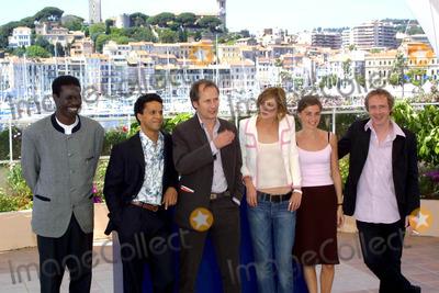 The Cast Photo - Cosima Scavolini  LapresseGlobe Photos 15-05-2003 Cannes France the 56 Festival of the Cinema of Cannes in the Photo the Cast of the Film En Jouant Dans LA Compagn