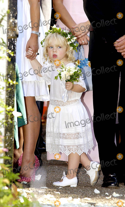 Anais Gallagher Photo - Anais Gallagher (Noel Gallaghers Daughter) Davinia Taylor  Dave Gardner Wedding -stjohn the Evangelist Church -Chelford Cheshire 7132003 Photo Bychamburyobrien GlobelinkukGlobe Photos Inc 2003