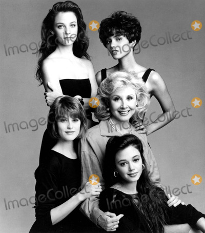 Alison Elliott Photo - Alison Elliott Halle Berry Deborah Tucker Michael Learned and Leah Remini in Living Dolls Supplied by Globe Photos Inc