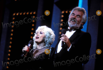 Kenny Rogers Photo - Dolly Parton Kenny Rogers March 1985 Globe Photos Inc