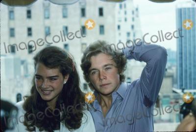Christopher Atkins Photo - Brooke Shields with Christopher Atkins Photo by Ed Geller-Globe Photos Inc