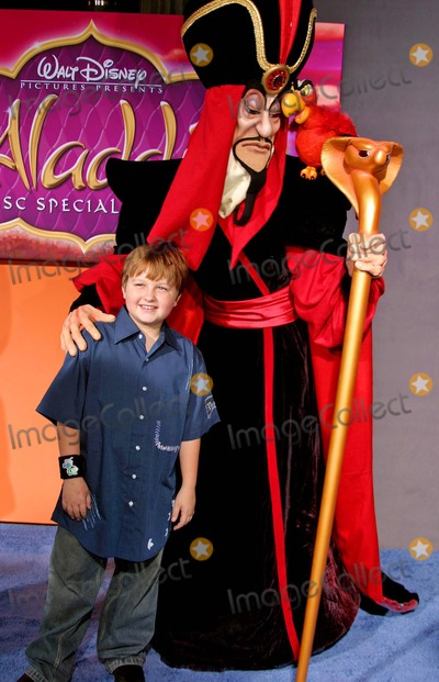 Angus Jones Photo - Aladdin Special Edition Dvd Premiere at El Capitan Theatre Hollywood CA (093004) Photo by ClintonhwallaceipolGlobe Photos Inc2004 Angus Jones and Jaffar