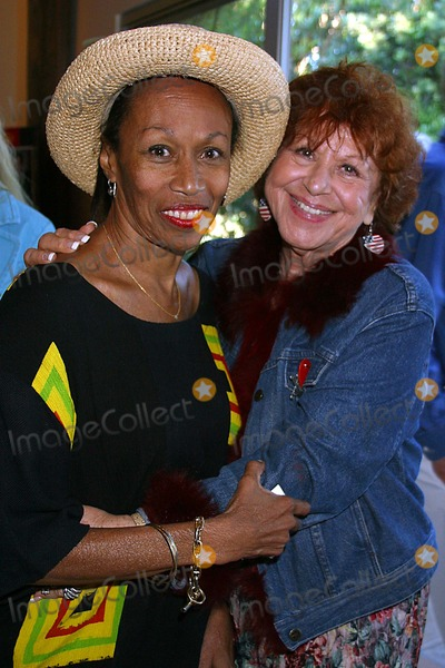 Altovise Davis Photo - Hugh Obriens 80th Birthday Celebration Benedict Canyon Beverly Hills CA 06-23-2005 Photo ClintonhwallacephotomundoGlobe Photos Inc Altovise Davis and Ida Myers