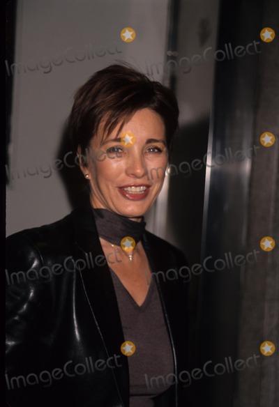 Anne Archer Photo - Anne Archer Hollywood Tribute to Joni Mitchell in New York Hammerstein Ballroom 2000 K18466ww Photo by Walter Weissman-Globe Photos Inc