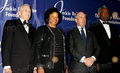 Ruth Simmons Photo - K36044MLTHE JACKIE ROBINSON FOUNDATION WILL HOST ITS ANNUAL AWARDS DINNER HONORING RECIPIENTS OF THE 2004 ROBIE AWARDS AT THE GRAND BALLROOM OF THE WALDORF ASTORIA HOTEL IN NEW YORK CITY382004PHOTO BYMITCHELL LEVYRANGEFINDERSGLOBE PHOTOS INC  2004JW MARRIOTT JR DR RUTH SIMMONS MAYOR MICHAEL BLOOMBERG AND OSSIE DAVIS