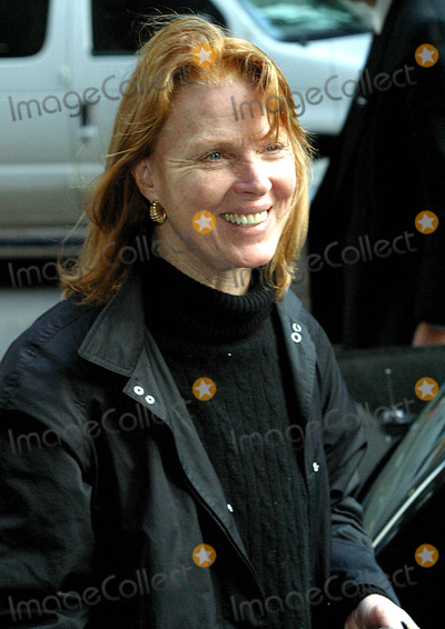 Mariette Hartley Photo - Mariette Hartley K30897rm at the Late Show with David Letterman at the Ed Sullivan Theatre in New York City 5122003 Photo Byrick MacklerrangefindersGlobe Photos Inc