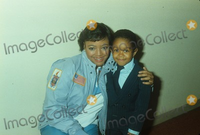 Alan Hunter Photo - Kim Fields with Emmanuel Lewis N2909 Photo by Alan Hunter-Globe Photos Inc