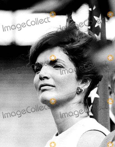 Jacqueline Kennedy Onassis Photo - Jacqueline Kennedy Onassis in Miami Florida 1960 Globe Photos Inc Jacquelinekennedyonassisobit
