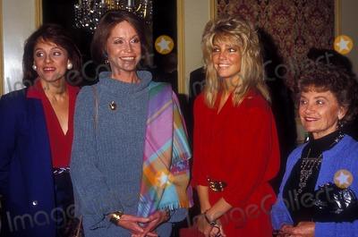Heather Locklear Photo - Mary Tyler Moore with Valerie Harper and Heather Locklear 1985 13878 Photo by Phil Roach-ipol-Globe Photos Inc