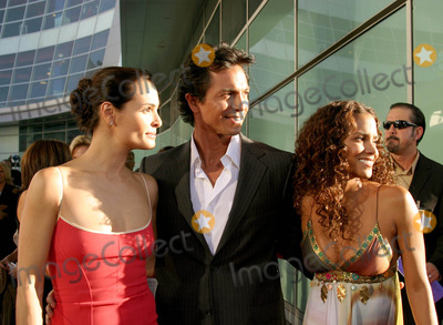Halle Berry Photo - Catwoman World Premiere at Cineramadome in Hollywood Califronia 07192004 Photo by Kathryn IndiekGlobe Photos Inc 2004 Benjamin Bratt with Wife Talisa Soto and Halle Berry
