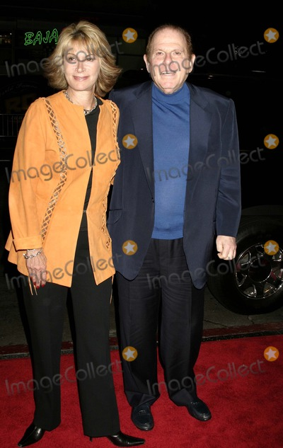 Arnold Kopelson Photo - Team Americaworld Police Los Angeles Premiere at Graumans Chinese Theatre Hollywood CA 101104 Photo by ClintonhwallaceipolGlobe Photos Inc 2004 Arnold Kopelson and Wife