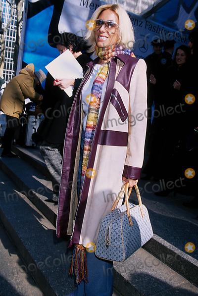 Alexandra Von Furstenberg Photo - Sd02132002 Osacar DE LA Renta Fall 2002 Collection NYC Photo Rose Hartman Globe Photo Inc 2002 Alexandra Von Furstenberg