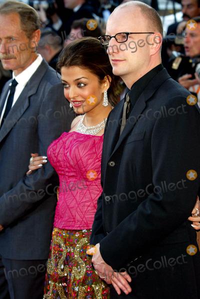 Ray Stevens Photo - DE Aishwara Rai Steven Soderbergh Opening Filmfest Cannes Palais Des Festivals Cannes France May 14 Photo by Alec Michael MichaelGlobe Photos