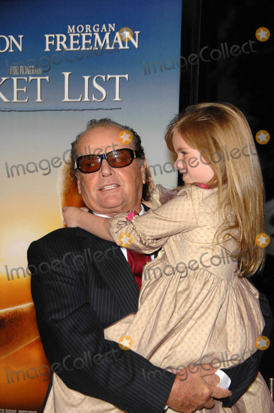 Anne Thompson Photo - the Bucket List Held at the Cinerama Dome on 12-16-2007 in Los Angeles  California Photo by Michael Germana-Globe Photosinc Jack Nicholson and Taylor Ann Thompson