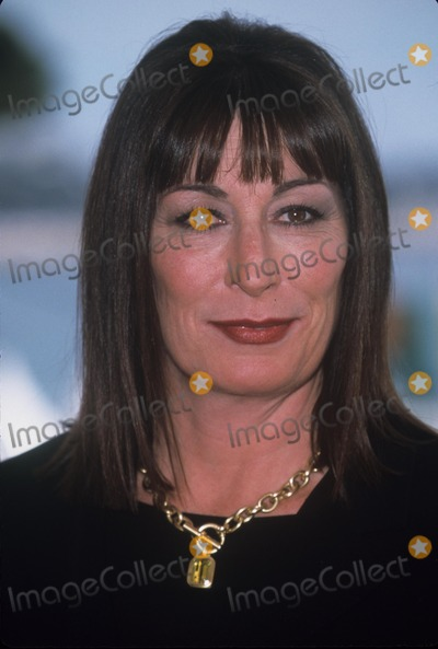 Anjelica Huston Photo - Anjelica Huston 1999 Cannes Film Festival K15649fb Photo by Fitzroy Barrett-Globe Photos Inc