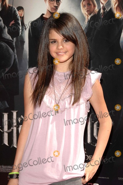 Selena Gomez Photo - the Uspremiere of Harry Potter and the Order of the Phoenix Held at Graumans Chinese Theatrehollywood CA 7-8-07 Photodavid Longendyke-Globe Photos Inc2007 Image Selena Gomez